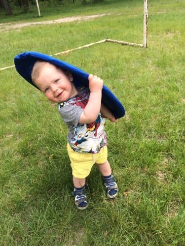 kid w frisbee